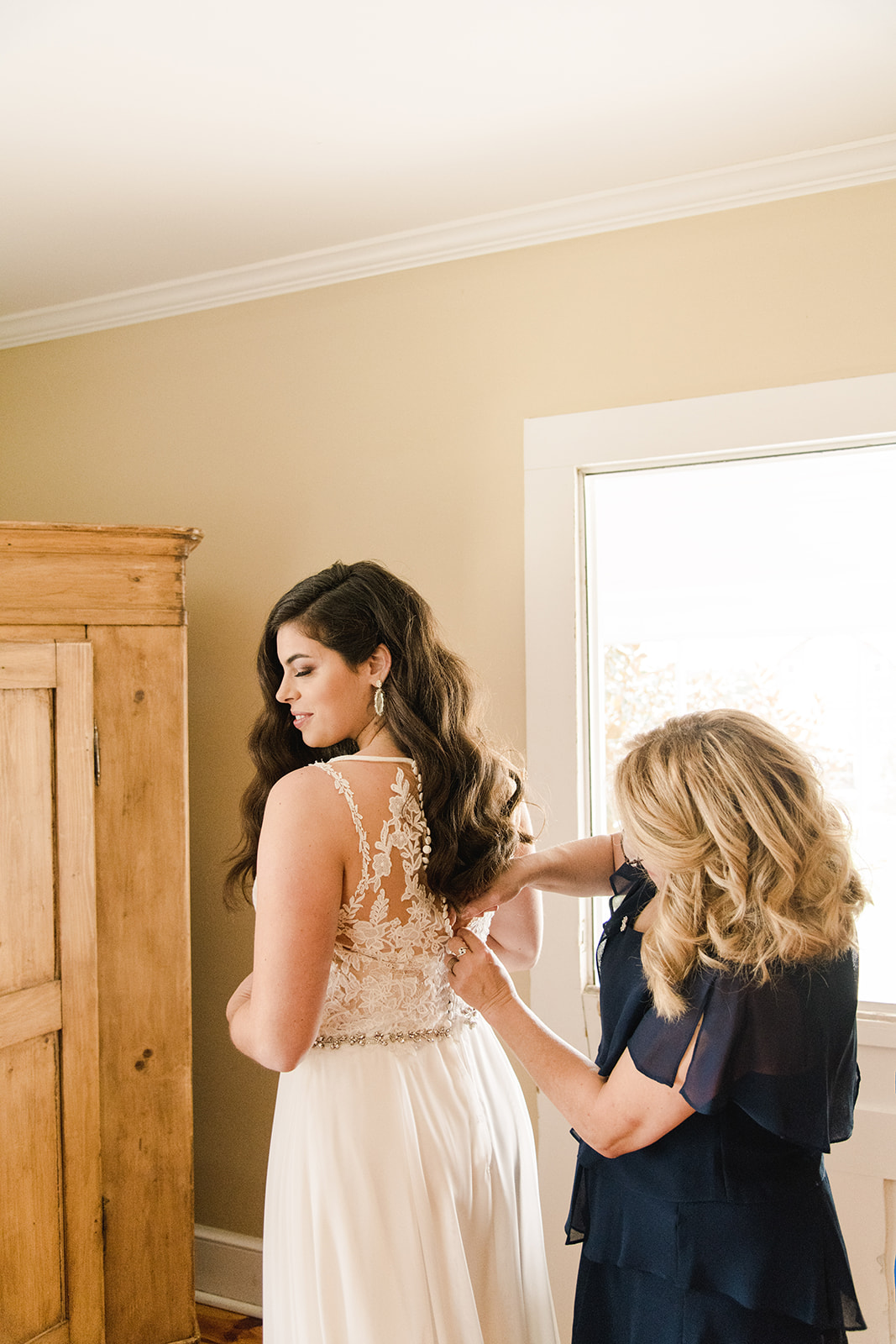 Sarah and Taylor 3 Cats Photo Blue Ridge Mountain Wedding Photographer 60668 copy